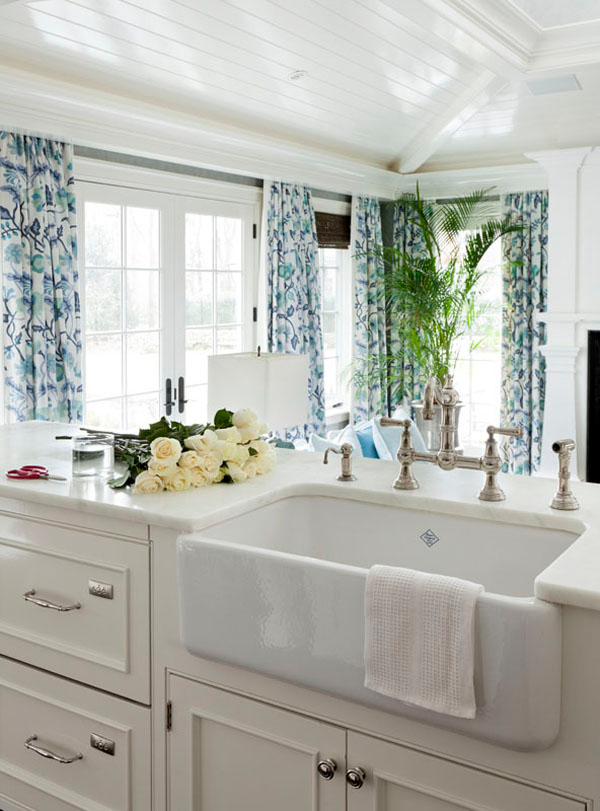 White Farmhouse Kitchen Island Sinks