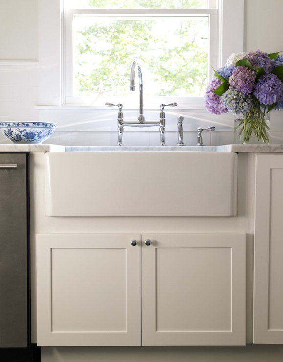 White Shaker Kitchens with Farmhouse Sinks