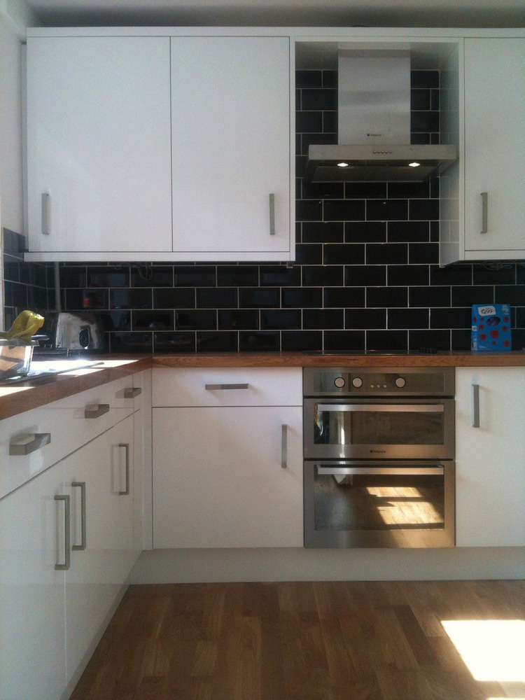 Work Top Glossy White Kitchen with Oak