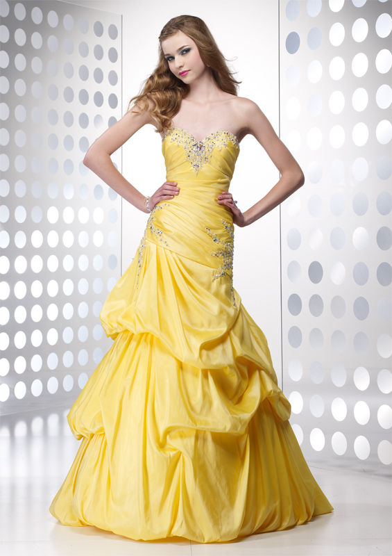 Beautiful yellow dresses this season 12