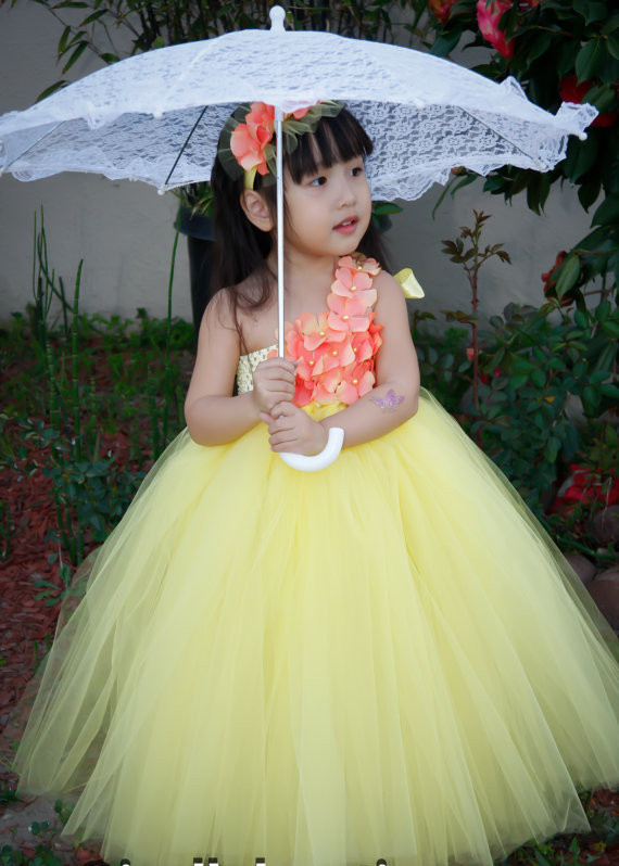 Beautiful yellow dresses this season 23