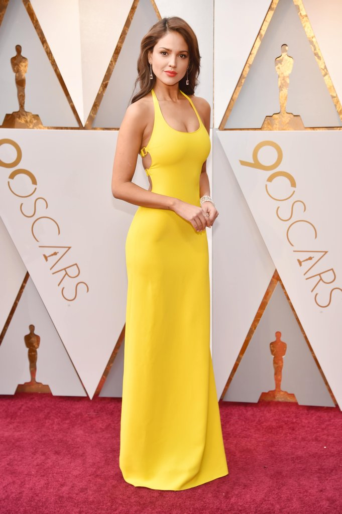 Beautiful yellow dresses this season 32