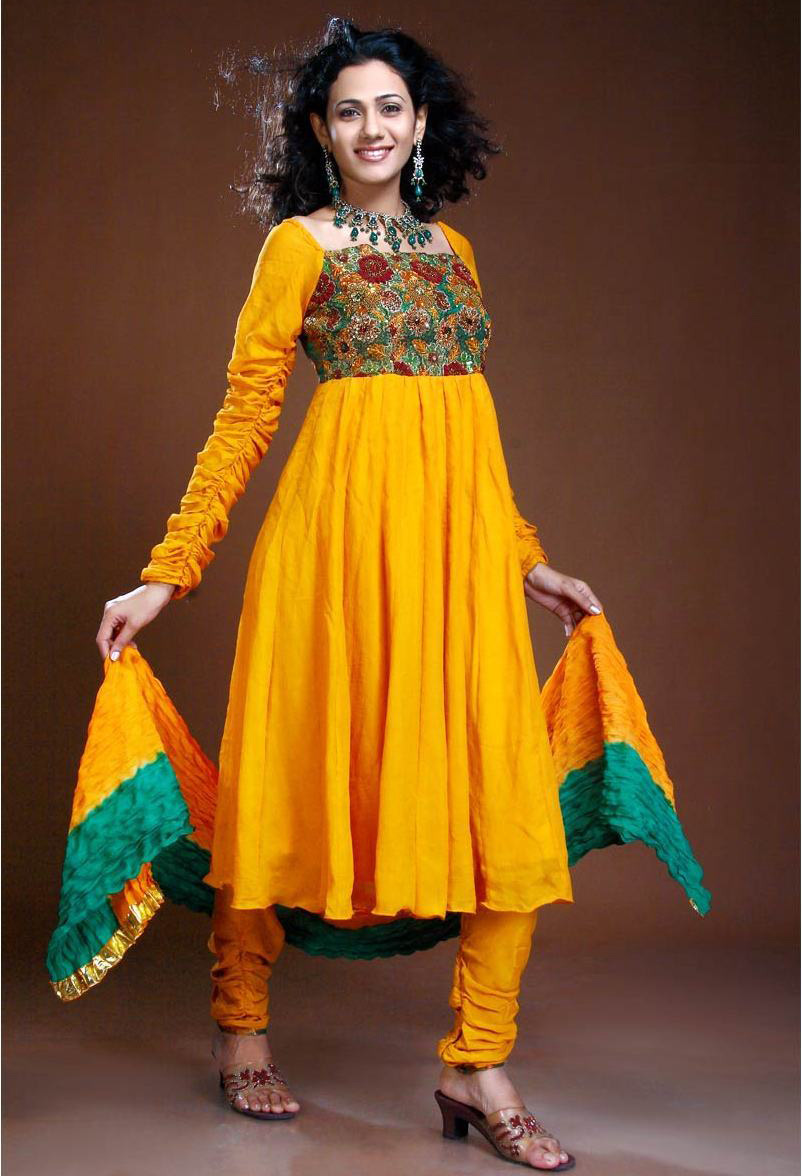 Beautiful yellow dresses this season 35