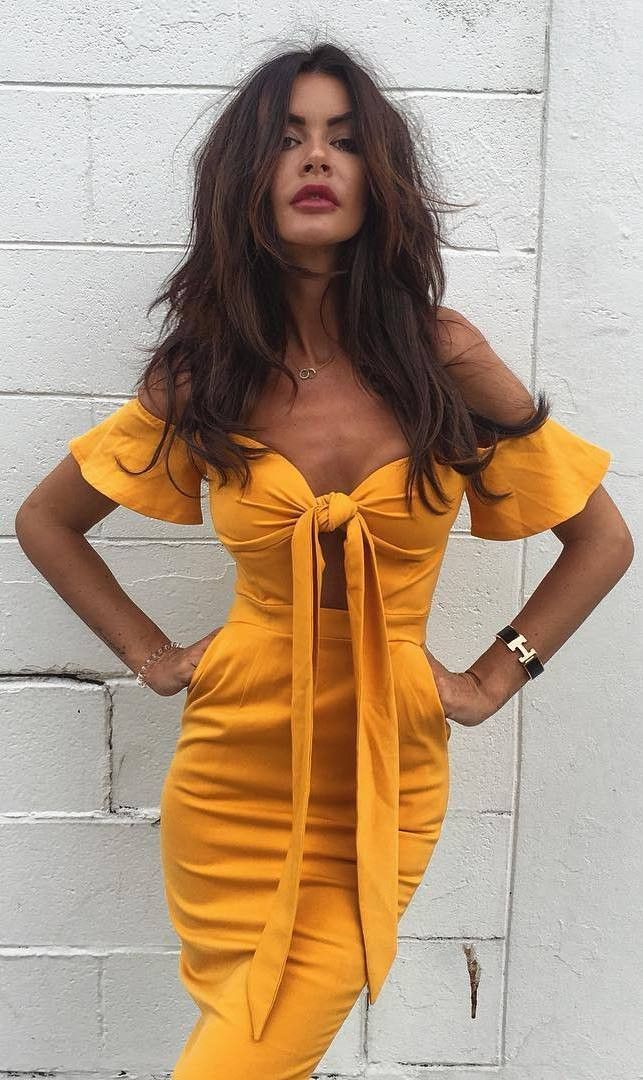 Beautiful yellow dresses this season 46