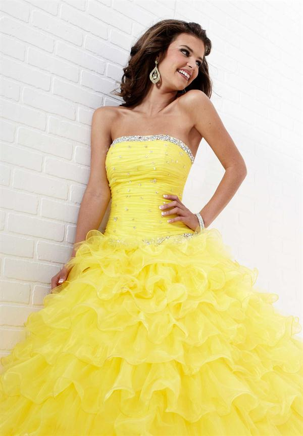 Beautiful yellow dresses this season 6