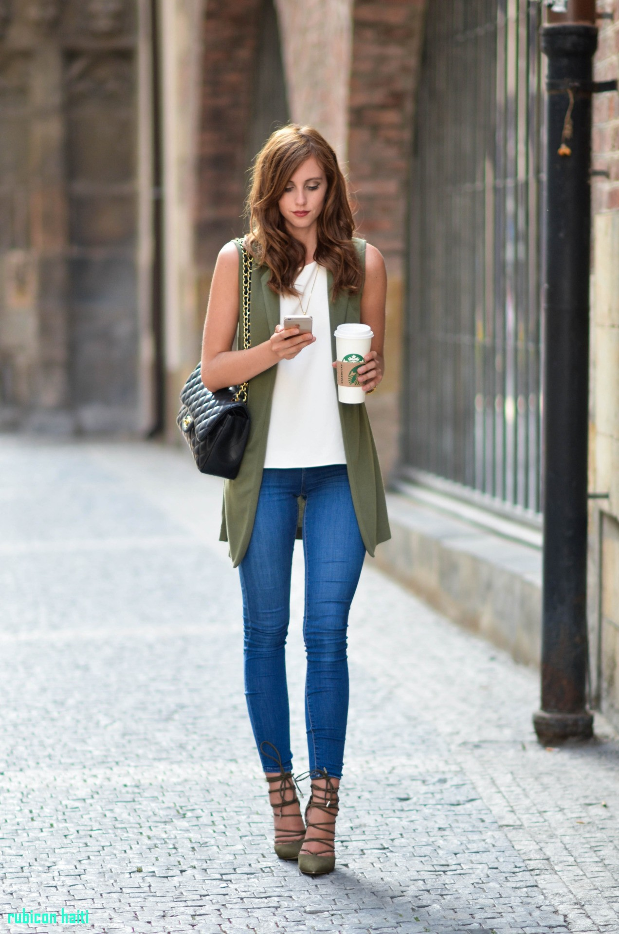 casual women's outfit ideas Lovely these 15 blogger outfits will show you how to wear a sleeveless