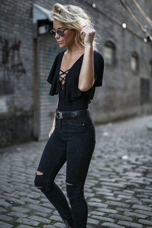 New Trendy Black Jeans Outfits Ideas For Women 11