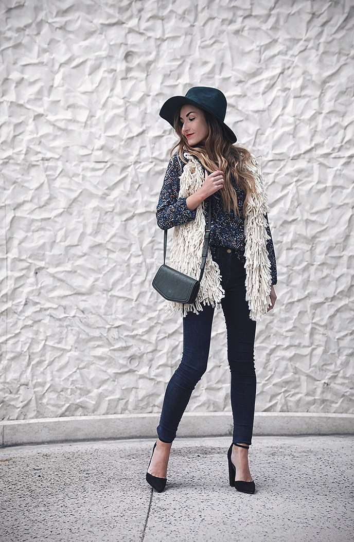 New Trendy Black Jeans Outfits Ideas For Women 24