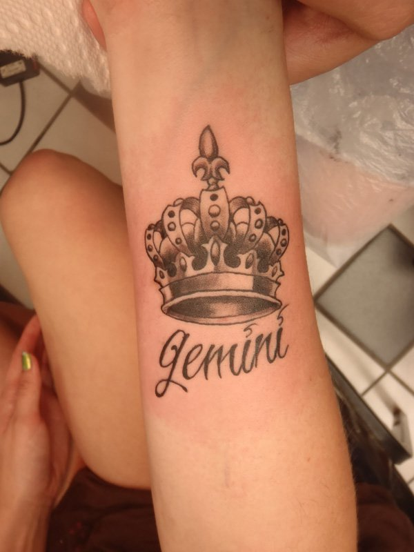 Awesome crown tattoo designs ideas 1