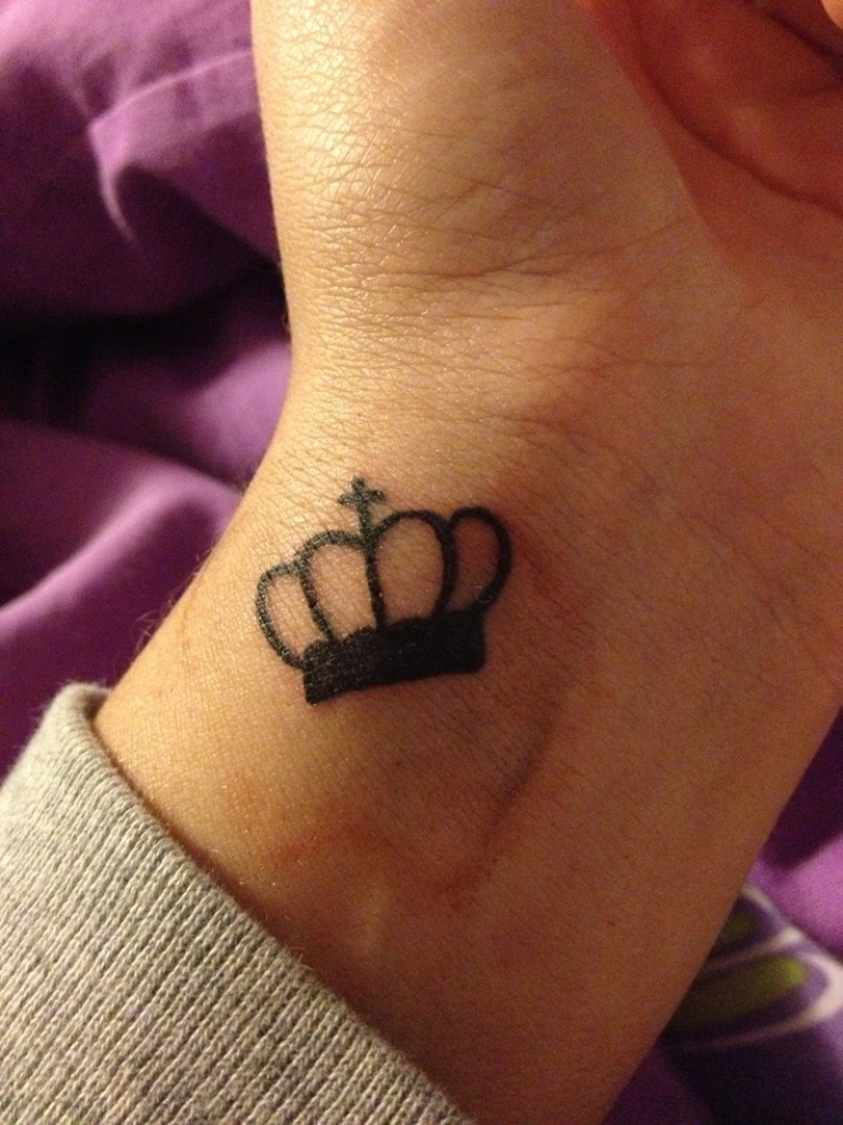 Awesome crown tattoo designs ideas 19