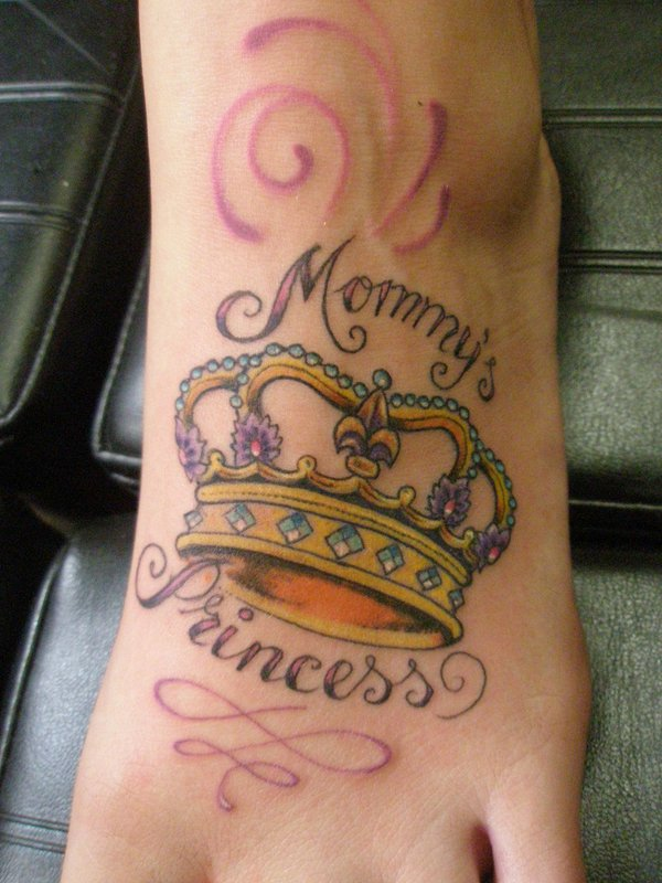 Awesome crown tattoo designs ideas 4