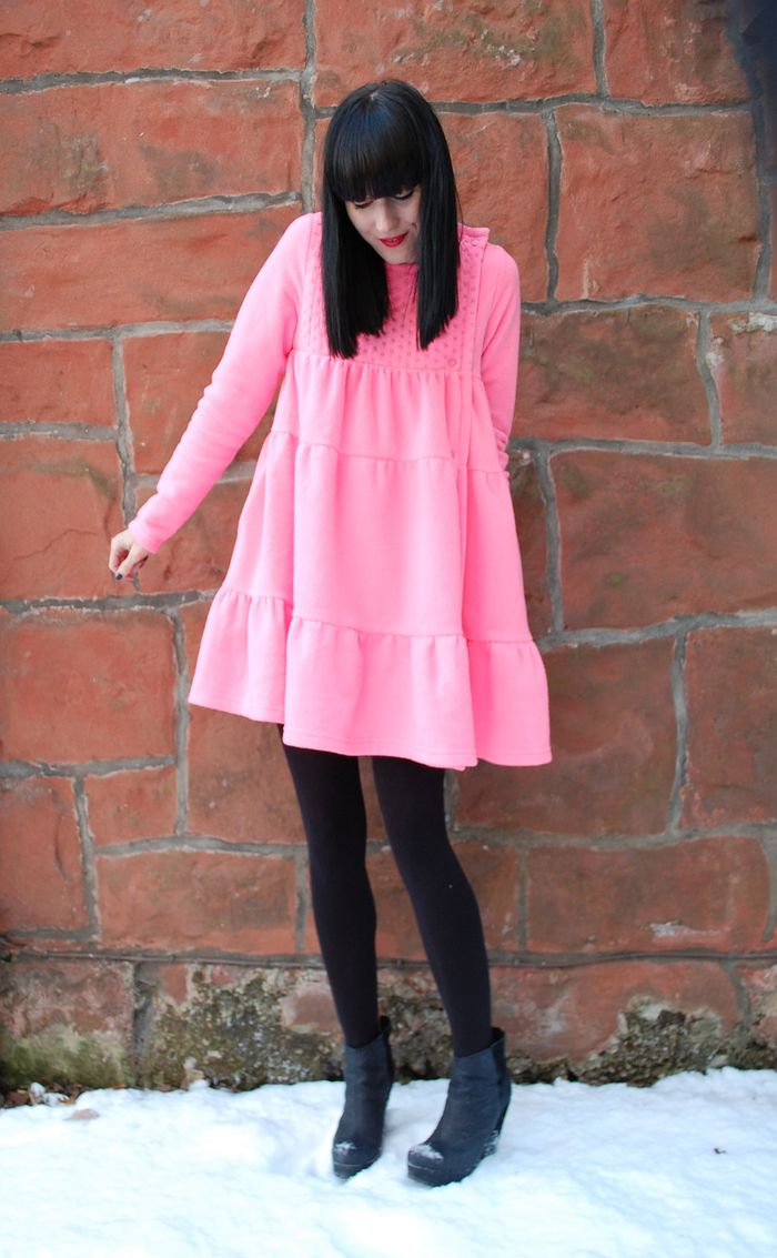 Ideas for girls to rock the pink bubble gum look 5