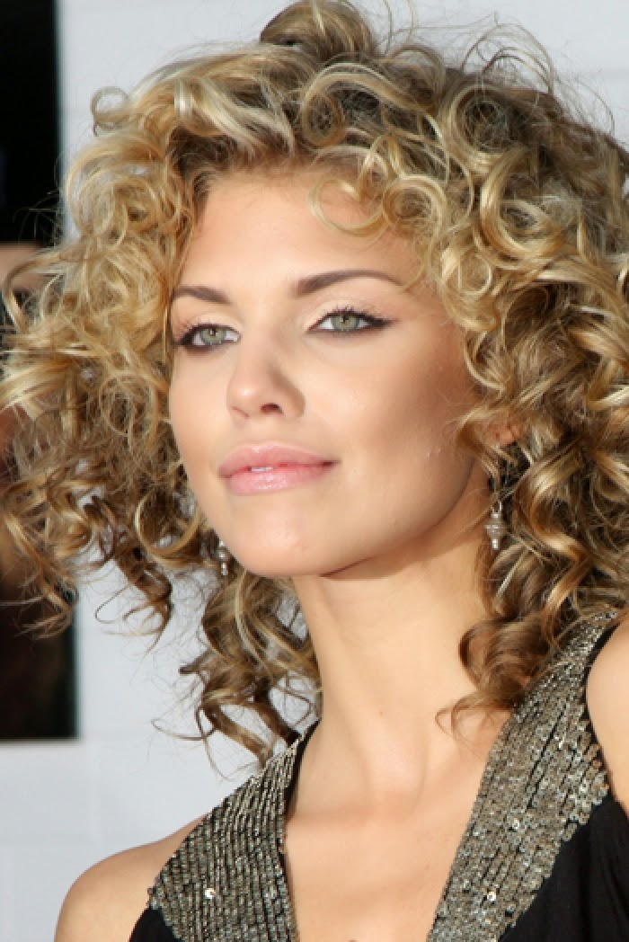 Latest Curly short hairstyles for women 11