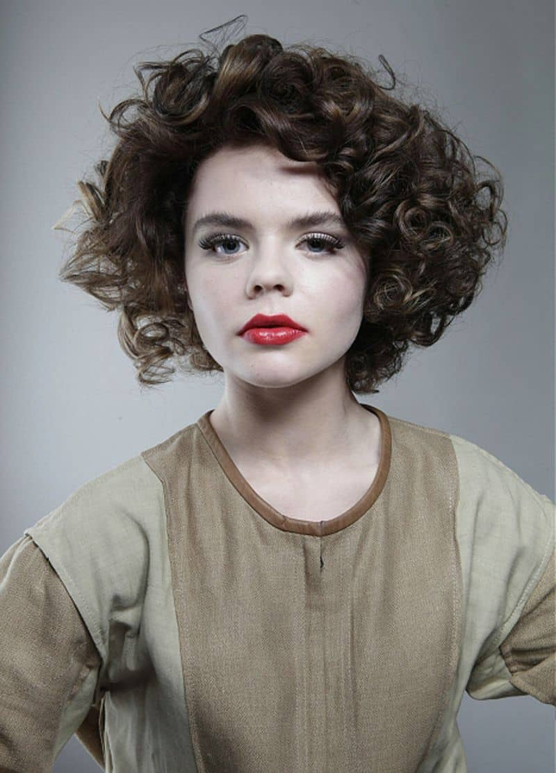 Latest Curly short hairstyles for women 17