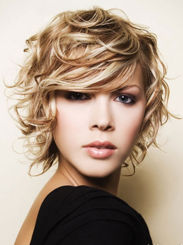 Latest Curly short hairstyles for women 29