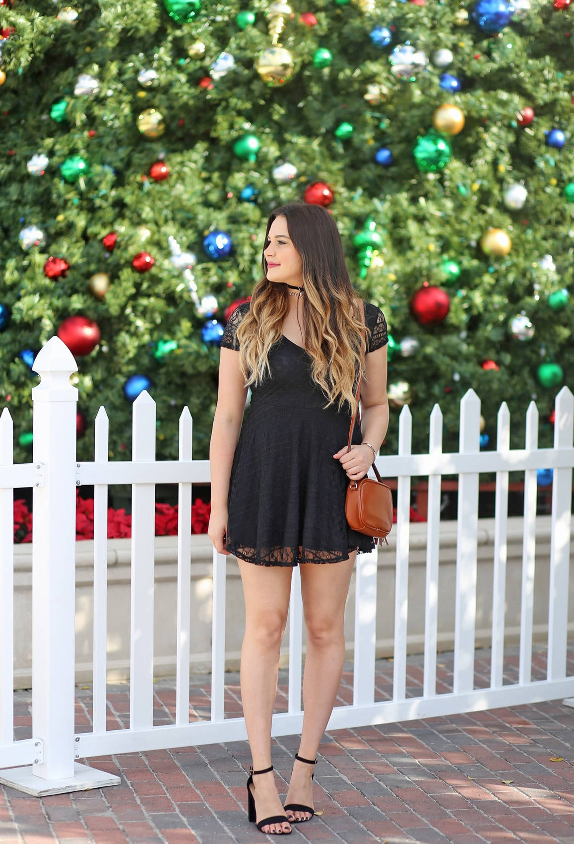 Hottest Black Dresses For Christmas Eve Party 25