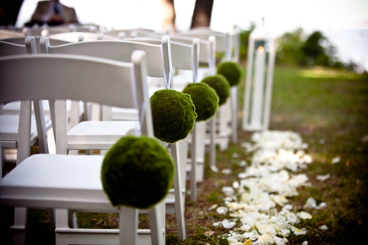Keep insects away from your outdoor wedding